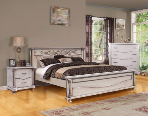 Кровать из массива дерева.
